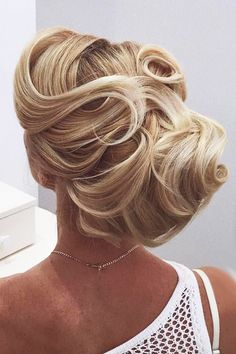 30 Wedding Hairstyles For Long Hair From Ulyana Aster ❤ wedding hairstyle from ulyana aster elegant blond hair ulyana aster ❤ See more: http://www.weddingforward.com/wedding-hairstyle-from-ulyana-aster/ #wedding #bride #weddinghairstyles
