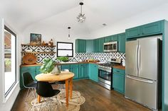 Love the teal kitchen cabinets combined with the black and white backsplash tile Spanish Style Homes, Spanish Revival, Spanish Colonial, Decor Scandinavian, Painting Kitchen Cabinets, Kitchen Backsplash, Teal Cabinets, Turquoise Kitchen Cabinets, Colorful Kitchen Cabinets