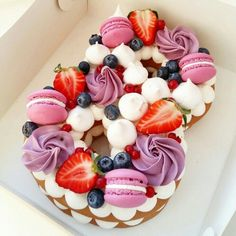 Trendy birthday cake decorating ideas for women ideas Number Birthday Cakes, Pretty Birthday Cakes, Number Cakes, Cake Birthday, Fruit Birthday, Birthday Cake Decorating, Cake Decorating Tips, Fondant Cakes, Cupcake Cakes