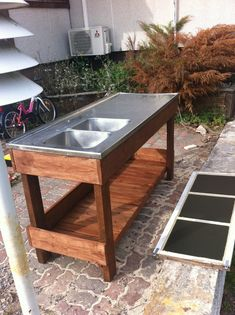 utediskbänk | ÄNGSVALLA BLOGGEN Outdoor Garden Sink, Outdoor Sinks, Diy Outdoor Kitchen, Outdoor Tables, Outdoor Decor, Diy Furniture Projects, Garden Furniture, Outdoor Furniture, Fish Cleaning Table