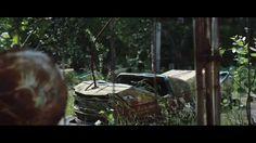 vorig jaar werd de korte film 'Postcards From Pripyat, Chernobyl' gepubliceerd, dat het getroffen gebied vanuit een drone zien. Filmmaker Danny Cooke maakte onder meer indrukwekkende beelden van het verlaten pretpark in Tsjernobyl.