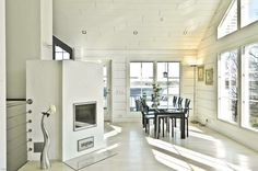 White scandinavian style dining room
