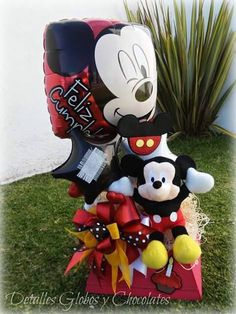 Detalles Globos y Chocolates/By Gaby Delgado Gift Bouquet, Candy Bouquet, Balloon Bouquet, Mickey Mouse 1st Birthday, Minnie Mouse Party, Mouse Parties, Balloon Arrangements, Balloon Decorations, Best Gift Baskets