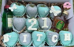 Heart Shaped Chocolate, Chocolate Hearts, Chocolate Gifts, Chocolate Covered Treats, Chocolate Dipped Strawberries, Cute Birthday Gift, Birthday Box, Strawberry Box, Strawberry Decorations