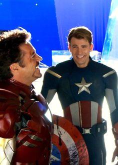 Avengers Team, Marvel Avengers Assemble, Avengers Cast, Tony Stark Steve Rogers, Steve And Tony, Marvel Actors, Marvel Movies, Hawkeye, Black Widow