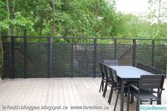 Uteplatsen - Sommarens vardagsrum! - Ett inredningsalbum på StyleRoom Outdoor Tables, Outdoor Spaces, Outdoor Decor, Garden Sitting Areas, Entry Gates, Pergola Patio, Plank, Outdoor Gardens, Fence