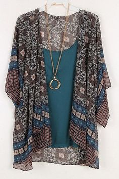 Like this if it's a kimono/jacket type things, but not if it's one of those poncho things. Bohemian Mode, Bohemian Style, Boho Chic, Gilet Kimono, Kimono Jacket, Kimono Cardigan, Boho Outfits, Cute Outfits, Fashion Outfits