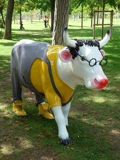 Cowluche par Mathilde De L'Ecotais (Cow Parade) au Jardin d'Acclimatation http://www.pariscotejardin.fr/2015/08/cowluche-cow-parade/