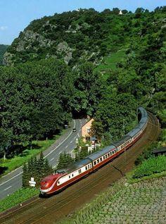 Train or Bus - Fairy Queen Travel Road Train, By Train, Train Tracks, Train Rides, U Bahn Station, Train Station, Europa Express, Railroad Pictures, Electric Train