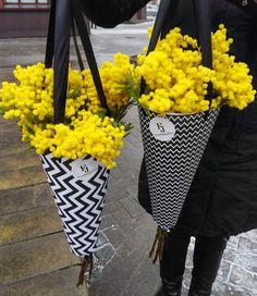 Flower Shop Design, Flower Designs, Floral Design, Flower Shop Decor, Flower Box Gift, Flower Boxes, Blossom Garden, Bouquet Wrap, How To Wrap Flowers