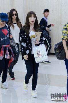 GG-Taeyeon Taeyeon Fashion, Snsd Airport Fashion, Kpop Fashion, Korean Fashion, Girl Fashion, Fashion Outfits, Girls' Generation Taeyeon, Girls Generation, Krystal Jung
