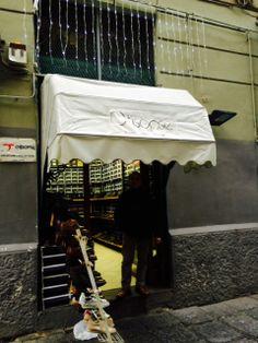 Il negozio #Otisopse, eccellenza italiana nell'ambito delle #calzature artigianali #MadeInItaly, nel cuore di #Napoli.