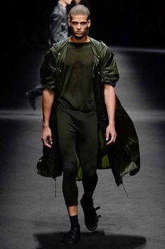Versace Spring 2017 Menswear Fashion Show - Barak Sharim