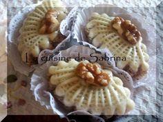 M'chekla aux amandes « gâteau algérien aux amandes » avec photos detaillées Je vous propose une m'chekla aux amandes non-émondées avec un agréable arrière gout de noisette très agréable ! Ingrédients : Pour 55 pcs environ -une pate de base pour 1kg de...