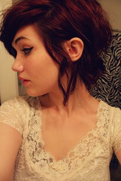 cute way to style short hair that may be at an awkward length