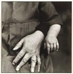 August Sander, Studien - Der Mensch [Grandmother and Child] c. 1919