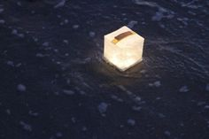 SolarPuff, lanterne solaire compressible, pliable et flottante par Solight…