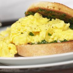 A vegan breakfast sandwich! Pin this to try later.