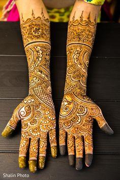 Stunning bridal mehndi design for hands.