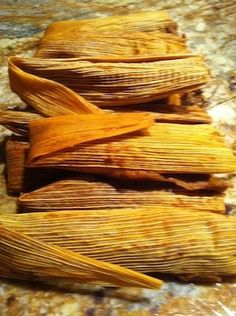 Bean tamales recipe has no lard and is totally vegan and delicious. Red chiles flavor the corn masa and the pinto beans are pan roasted. Perfect for Weekend Vegan Foods, Vegan Vegetarian, Vegetarian Recipes, Cooking Recipes, Cooking Tips, Freezer Recipes, Freezer Cooking, Masa For Tamales, Vegan Tamales