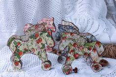 Декор предметов Новый год Декупаж Лошадки Шоколадные пряники с сахарной пудрой Картон Краска Салфетки фото 1