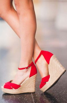 Red platform wedge espadrilles for summer //Manbo