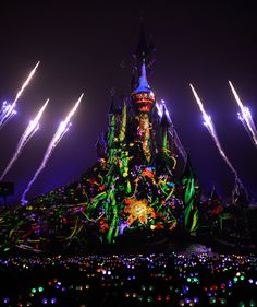 disneyland: SO PRETTY!! Look at all the 'glow with the show' ears!