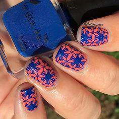Today on the blog I'm reviewing a larger-diameter clear silicone stamper (ID 26498) and this Electric Blue stamping polish (ID 27003) from @bornprettystore ! Love how this mani turned out - stamped over @sinfulcolors Hazard ❤️❤️ clickable link in my bio and you can get 10% off all reg priced items with code JDGK31 at www.bornprettystore.com ❤️