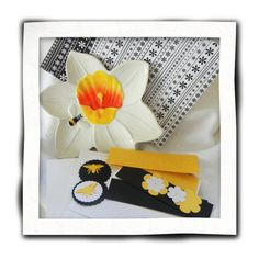 Card Making Kit  Makes 2 Cards Bee and Flower by TheSandlapperShop