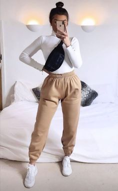 Nude Outfits, Basic Outfits, Sporty Outfits, Casual Winter Outfits, Winter Fashion Outfits, Simple Outfits, Stylish Outfits, Cute Sweatpants Outfit, Outfits With Sweatpants
