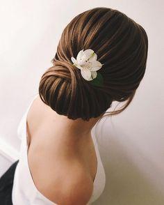 gorgeous wedding hairstyle inspiration #weddinghair #hairdo #updohair #hairstyles #chignon #lowupdo #hairstyleideas #bridalhair