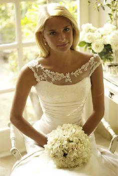 beautiful lace neckline. Everything is so simple I love it. Looks like something I would chose for my wedding!