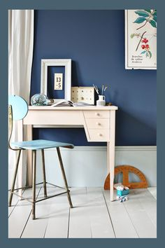 Farrow & Ball wall Stiffkey Blue, woodwork Light Blue 22, floor Hardwick White 5, desk Setting Plaster 231