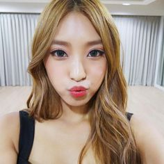 SISTAR Bora shared a foreigner-like photo of herself.