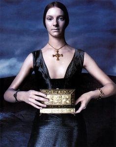 The Look: Versace Fall/Winter 1998-1999 campaign by Steven Meisel.