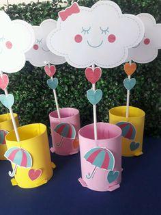 Enfeite para mesa ,os enfeites são confeccionados em EVA e com apliques em papel fotográfico com impressão em alta qualidade com lindo aplique serve para colocar guloseimas e docinhos nos cachepôs FAZEMOS TODOS OS TEMAS E CORES TAM APROX DOS ENFEITES 30 CM Os enfeites vão pré montados ,para ... Rainbow Birthday, Baby Birthday, Birthday Parties, Diy And Crafts, Crafts For Kids, Paper Crafts, Cloud Party, Unicorn Party, Birthday Decorations