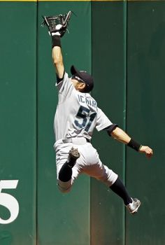 Backhand Comment - Seattle Mariners outfielder Ichiro Suzuki of Japan makes a leaping catch at the wall to rob Cleveland Indians' Carlos Santana of a hit in the fourth inning of their American League matchup in Cleveland. Mariners Baseball, Sports Baseball, Seattle Mariners, Baseball Stuff, Sports Head, Baseball Wall, Baseball Teams, Baseball Live, Cardinals Baseball