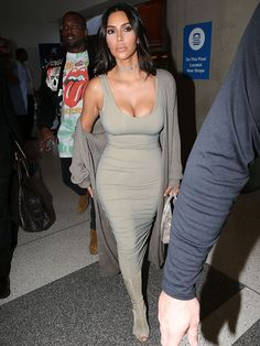 Kim Kardashian is known for making strong style choices. In her latest appearance, Kardashian wears a serious style uniform centered around a love of all things spandex. Kim Kardashian Yeezy, Kardashian Fashion, Yeezy Boots, Fashion News, Fashion Outfits, Dress Fashion, Holiday Party Dresses, Thrift Fashion, Pageant Dresses