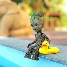 groot with a duck floaty Marvel Films, Marvel Characters, Marvel Heroes, Groot Avengers, Groot Guardians, Pokemon, I Am Groot, Legolas, Cute Disney