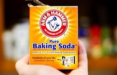 Wat kun je allemaal doen met baking soda? - Laura's Bakery probeer het ook eens in combinatie met schoonmaakazijn voor de douchecabine!
