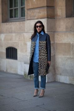 Extremely stylish and functional, this combo of a navy leopard coat and navy ripped boyfriend jeans provides excellent styling possibilities. Dial up your whole outfit by slipping into a pair of grey suede pumps. Fashion Week, Paris Fashion, Fashion Models, Womens Fashion, Fashion Styles, Fashion Fashion, High Fashion, Fashion Jewelry, Street Style Trends