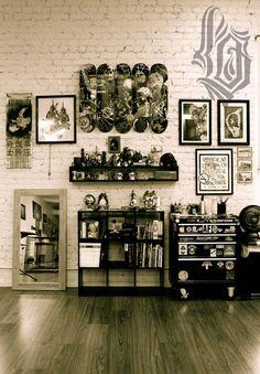my office Tattoo Shop Decor, Tatto Shop, Barista Parlor, Tattoo Studio Interior, Tattoo Station, Dark Home Decor, Tattoo Equipment, Workspace Inspiration, Tattoo Parlors