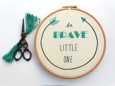Ser un vivero poco valiente pared arte mano cosida bordado aro arte bebé Boy sala Decor bebé regalos