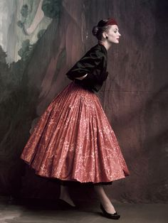 Suzy Parker photographed by John Rawlings for Vogue, October 1953. #HauteCouture