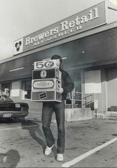 ah the beer store. Capital Of Canada, Toronto Ontario Canada, Canadian History, Historical Pictures, The Good Old Days, Childhood Memories, School Memories, Back In The Day, Funny Images