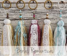Borlas... otra vez! Textile Jewelry, Fabric Jewelry, Diy Jewelry, Jewelry Making, Yarn Crafts, Fabric Crafts, Diy And Crafts, Arts And Crafts, Diy Tassel