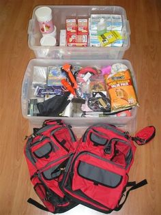 What To Put In An Emergency Car Kit- PLUS Printable Checklist! Not the most compact list, but I strongly believe in having an emergency kit in every vehicle, especially on long trips. Emergency Binder, Emergency Preparedness Kit, Emergency Preparation, Emergency Supplies, In Case Of Emergency, Survival Prepping, Survival Skills, Survival Gear, Emergency Packs