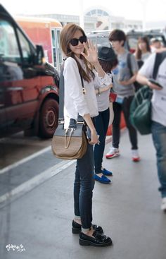 【08.11.14 LAX - Yoona】Someone next to me called her and here was the moment when beautiful Yoona Turned and smiled :) 2