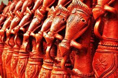 Known for its terracotta products, Kolkata is famous for Bankura Horses & Elephants, praised for their intricate designs. You can find these horses in two colors, with a tint of red or in a shade of black, depending on how they have been smoked in fire. The Bankura Horse is a symbol of Indian handicrafts today and adorns the homes of thousands of people worldwide.
