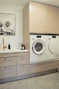 Ikea Laundry Room, Laundry Room Design, Mason Jar Holder, Dere, Ikea Kitchen, Room Decor, Home Appliances, House Design, Storage